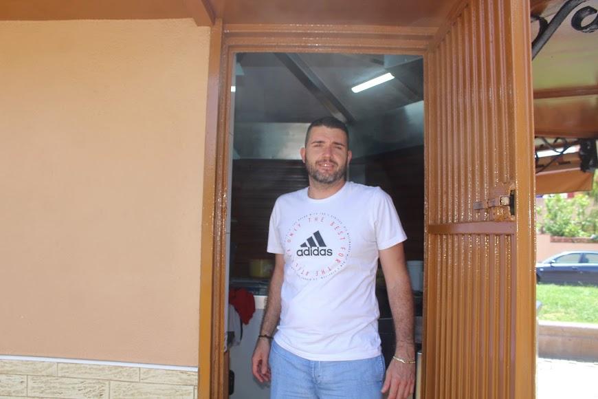 Jesús Pérez, gerente del Kiosko El Lengüetas, situado en la Plaza España de Ciudad Jardín.