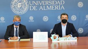 El rector y el vicepresidente de Kimitec sellaron el acuerdo de colaboración ayer