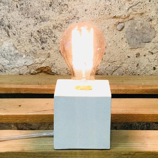 lampe cube béton blanc