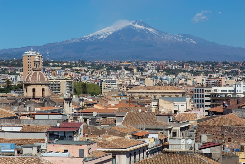 Katania, widok na wulkan Etna