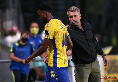 """STVV-coach Hollerbach moest al na halfuur ingrijpen: """"Het is mijn schuld, niet de zijne"""""""