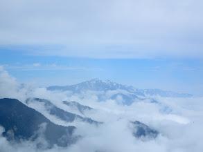 鹿島槍ヶ岳アップ、右奥に白馬岳