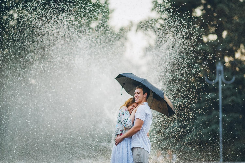 Двое под дождем картинки фото колье каждый