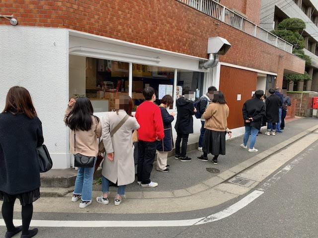 うどん平の開店前の行列