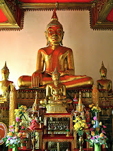 Photo: Buddha images in the chapel of Wat Klang