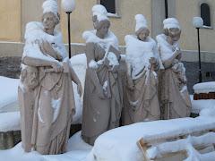 statues enneigées