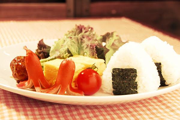 【写真】宝石が丘学園学生寮食堂特製 運動会のお弁当プレート