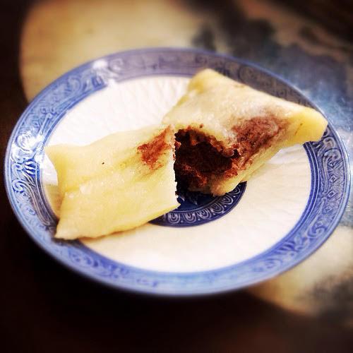 bamboo leaves, chinese, dragon boat festival, duanwu, glutinous rice, recipe, red bean paste, rice dumpling, tamale, zhong zi, zhongzi, zong zi, zong zi recipe, zongzi, 粽子, 豆沙粽子