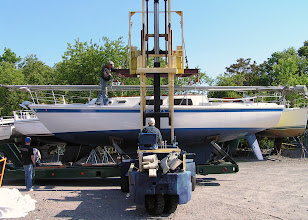 Photo: Грузимся на тягач/Boat is being loaded on the trailer