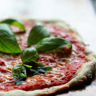 5-Minute No-Cook Fresh Tomato Pizza Sauce