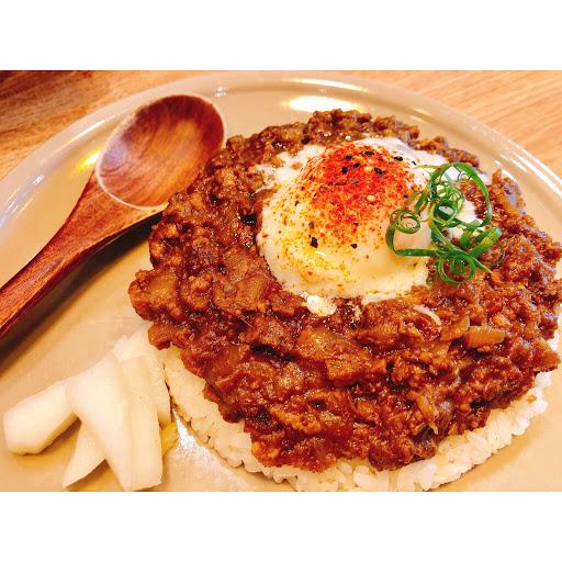台北。大安 📍小仺館Cafe & Rice 🍛半熟蛋乾咖哩(內用)$180 ◾️◽️◾️◽️◾️◽️◾️◽️◾️◽️ 被這間的咖哩燒了好久 終於如願以償吃到了🤤 ◾️◽️◾️◽️◾️◽️◾️◽️