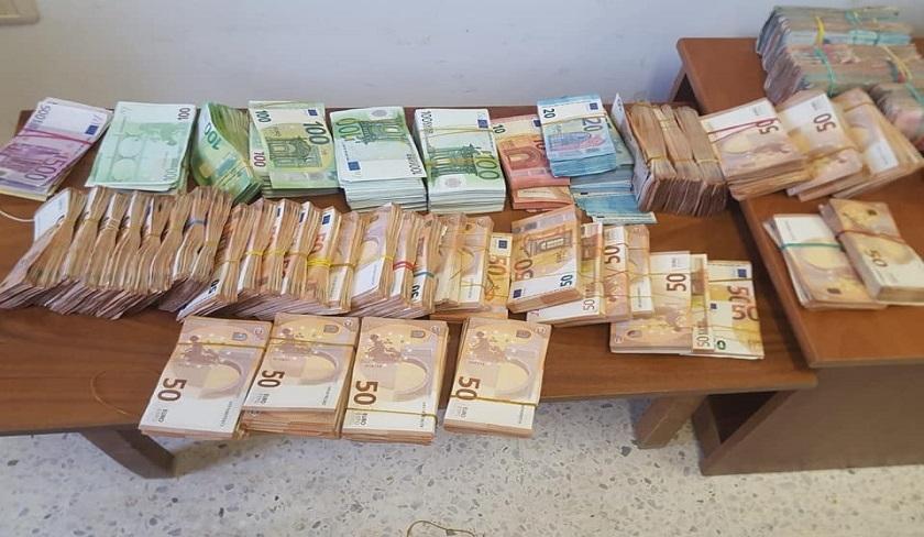 Trafic de devises : une juge interceptée avec 1,5 million de dinars de devises étrangères
