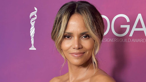 Halle Berry's Sister Called Her Out Over Halle's Strong Claims Are Wrong About Their Dad