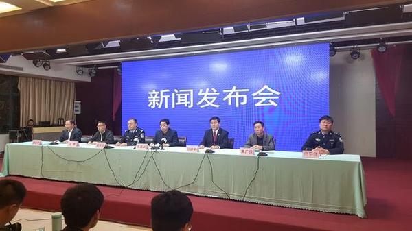 A press conference regarding the incident in Henan Province on April 18. (via Henan Economics Daily)
