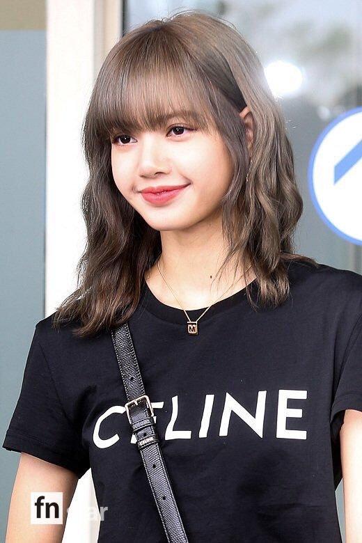 17-BLACKPINK-Lisa-at-Incheon-Airport-to-Paris-21-June-2019
