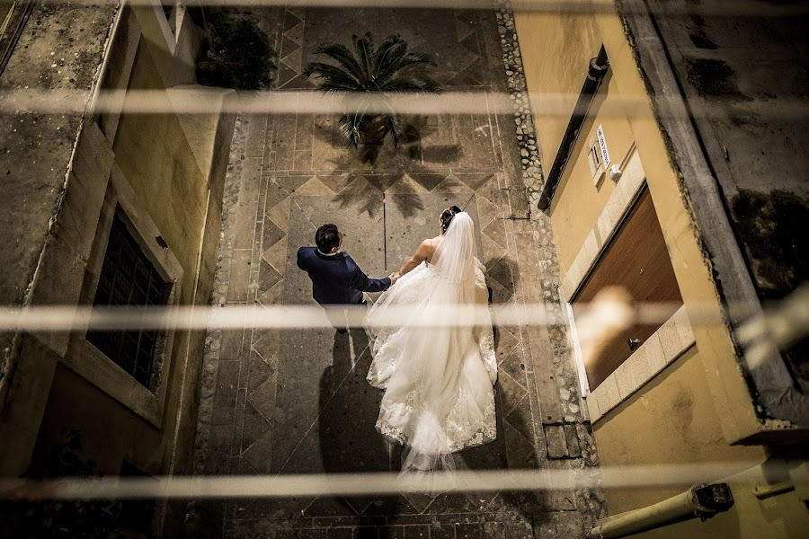 Wedding photographer Leonardo Scarriglia (leonardoscarrig). Photo of 19.12.2017
