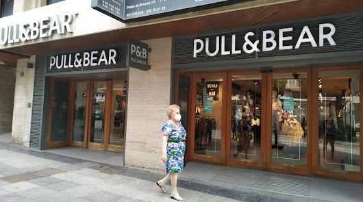 Nuevo golpe al comercio del centro: Pull&Bear abandonará el Paseo de Almería