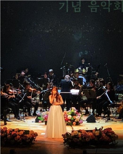 KARA-Gyuri-Performing