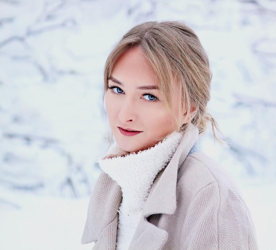 by Jane Bjerkli - People Portraits of Women