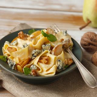 Pasta mit Gorgonzola, Birne und Walnüssen