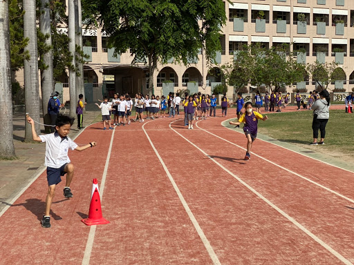 二年級班際競賽跳繩接力