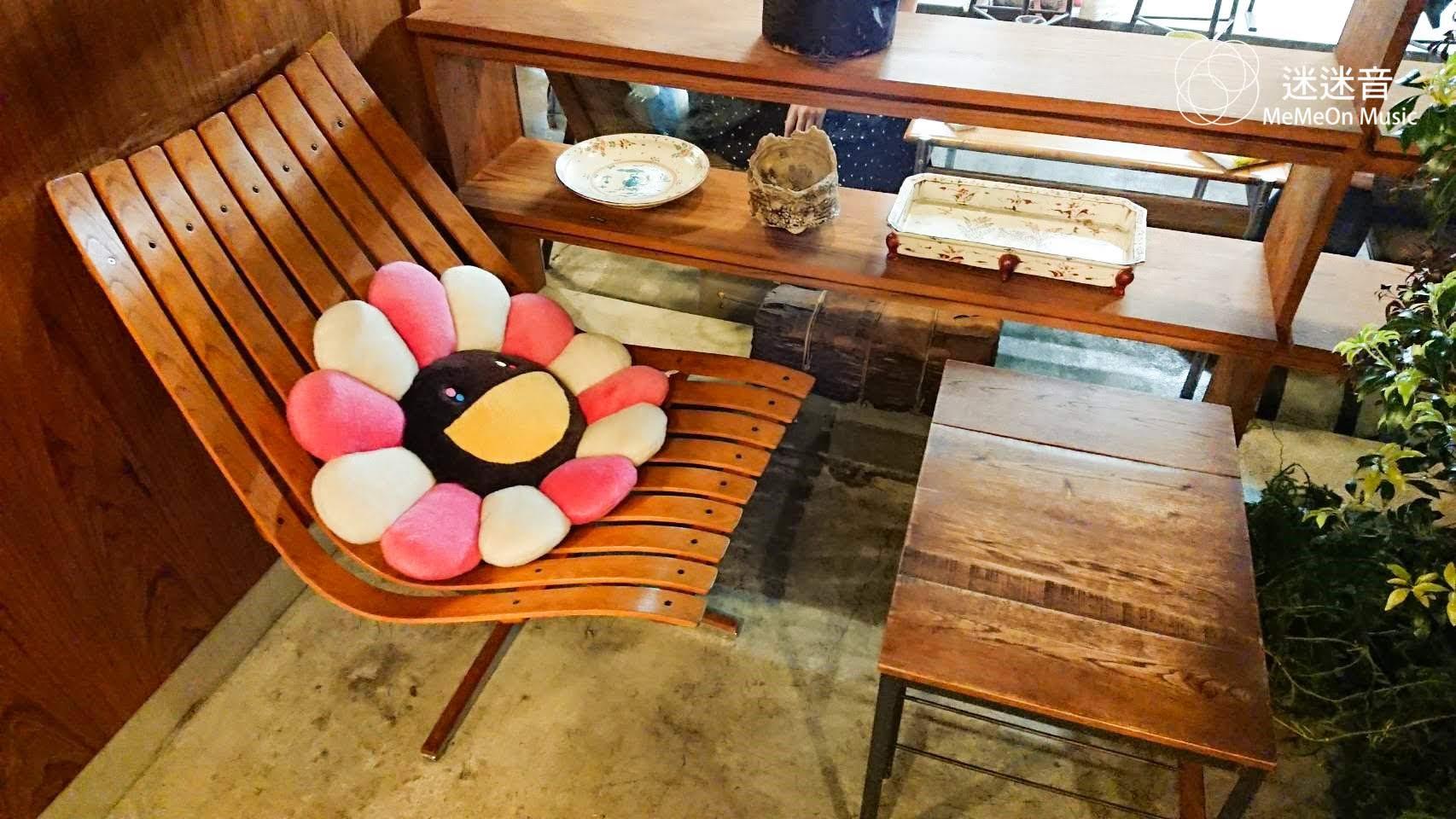 隱身中野百老匯的 村上隆 小花咖啡廳「 Bar Zingaro 」