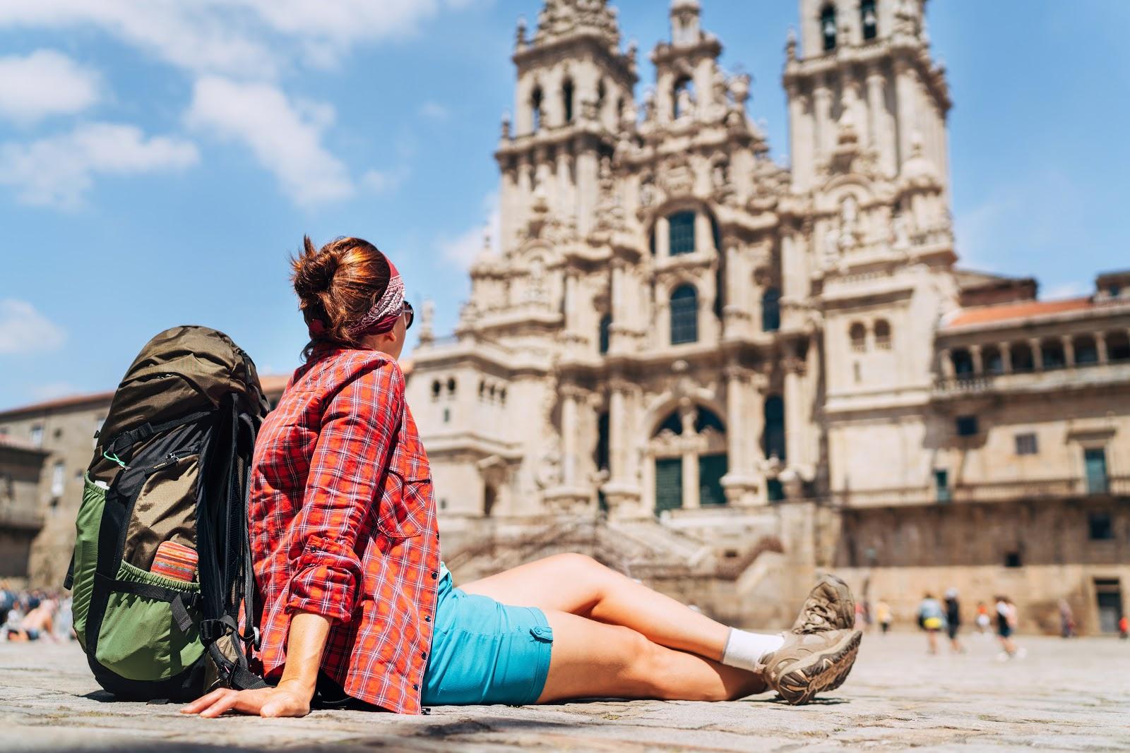Peregrina en la Catedral de Santiago de Compostela