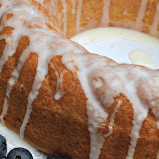 Quick and Easy Summer Limoncello Cake.