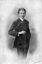 Photo: Eduard Toldrà a l'edat de 13 anys © Arxiu Biblioteca Víctor Balaguer/Vilanova i la Geltrú
