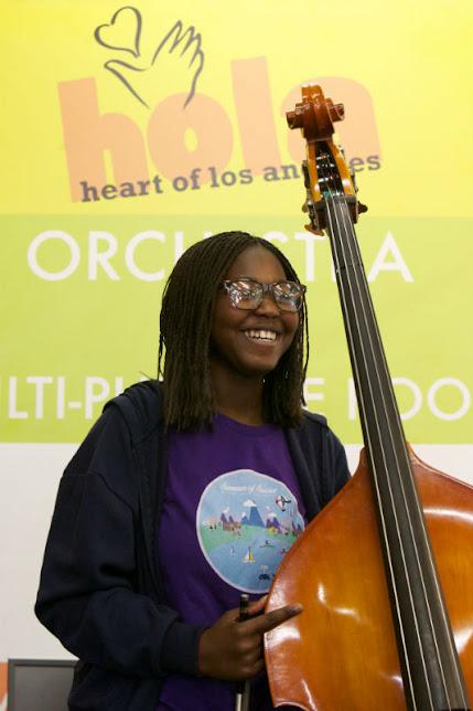 Todos los niños y adolescentes que asisten a sus clases en YOLA at HOLA se dedican al aprendizaje musical luego de culminar su jornada escolar, en pro de construir una mejor sociedad, siguiendo el ejemplo que muestra El Sistema en el mundo.