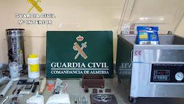 La Guardia Civil se ha incautado de 150 gramos de cocaína, 57 gramos de metanfetamina y 50 gramos de cogollos de marihuana.