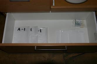 Photo: 1階食器棚の1番下にゴミ袋があります。 1F tableware shelf  with garbage bag at the bottom 一层 餐具橱柜 底层有垃圾袋