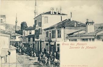 Photo: 6. Hermann Seibt - Монастир 1898 година - Широк Сокак. На фотографијата се гледаат Јени и Исак џамија. Највисоката куќа, која постои и денес на десната страна на оваа разгледница, се наоѓа на ул. Широк Сокак и 27 ми март.