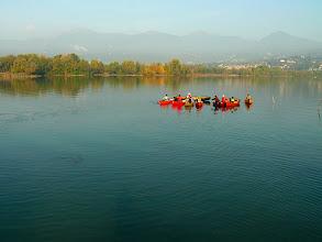 Photo: Inizia il corso al centro del lago  - Foto Carlo Picchio