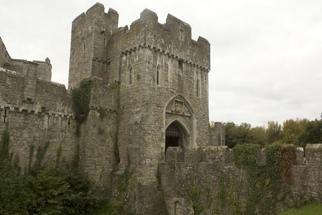 El colegio está instalado en un antiguo castillo medieval.