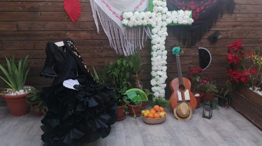 Almería no olvida la tradición de las cruces de mayo: así lucen casas y balcones