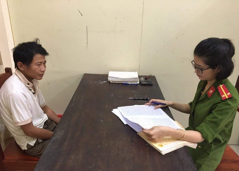 Cán bộ Công an huyện Diễn Châu lấy lời khai đối tượng trong một vụ án ma tuý