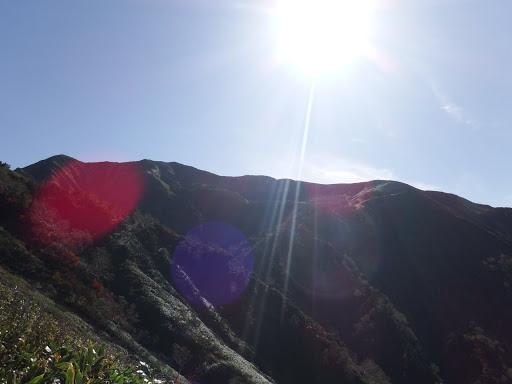 別山(左)を仰ぐ