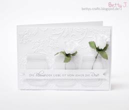 Photo: http://bettys-crafts.blogspot.com/2014/02/hochzeitskarte-die-blume-der-liebe-ist.html