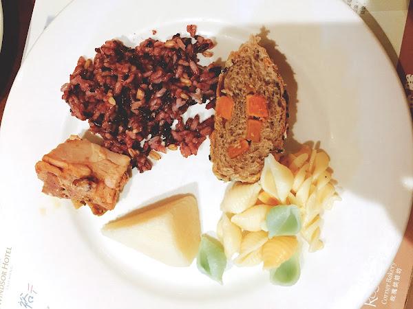 以吃到飽來說,菜色的種類相較海港城、林酒店來說算比較少,但論好吃度而言,我是覺得還不錯吃! 食材也還蠻新鮮的~