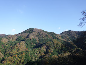 西坂山(中央)と八葉山(右)