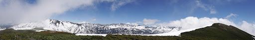 稜線からパノラマ(右に山頂、左は薬師岳)