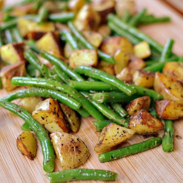 Pan Fried Potatoes And Green Beans Are Perfectly Seasoned Spuds Fried In A Little Butter With Crisp Tender Green Beans Sprinkled With Salt And Pepper.