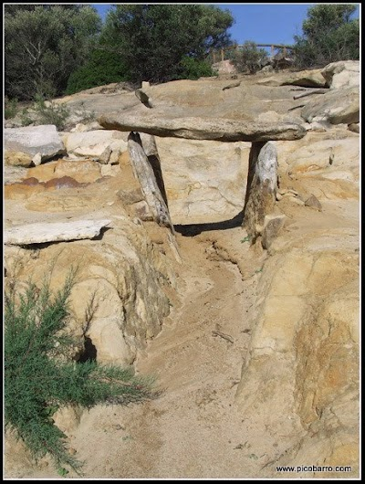 Necrópolis de Monte Bajo