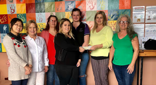 Community College students Ting Ting Guo, teacher Helen Dugdale, students Kathryn Hopkins, Chloe Ayscough and Brooklyn Bostock present a cheque to Renae Weakley and Donna Young of The Narrabri Homelessness Support Service.