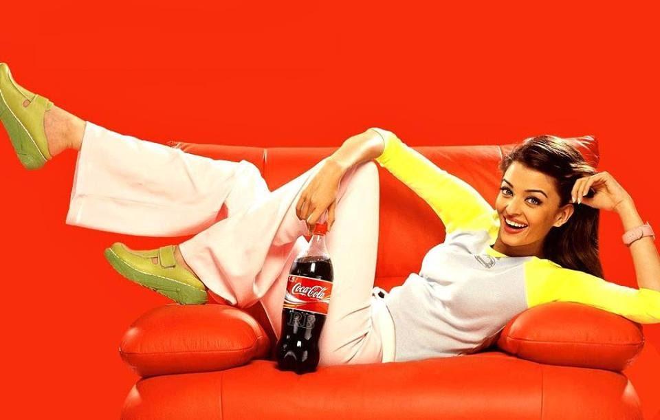Aishwarya Rai on sofa, Aishwarya Rai  smile
