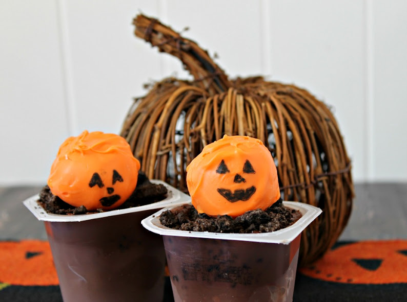 Headless Horseman Graveyard pudding cups are easy to make Halloween treats