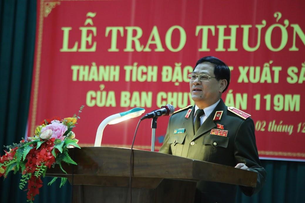 Thiếu tướng Nguyễn Hữu Cầu phát biểu chỉ đạo tại buổi lễ trao thưởng cho Công an huyện Yên Thành