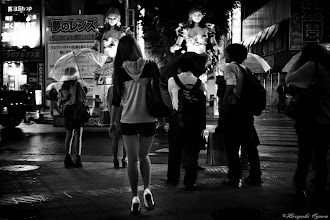 Photo: ロボットとハイヒール Robot and high heels  Tokyo Street Shooting  Location; #Shinjuku , #Tokyo , #Japan   #photo #photography #streetphotography #streettogs  #leica #leicammonochrom +Leica Camera