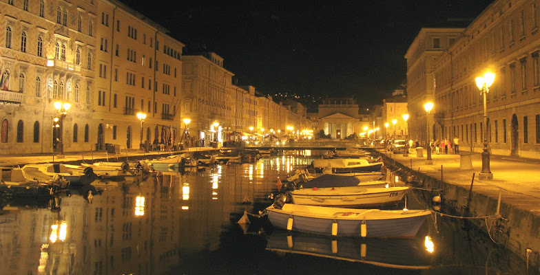 Trieste by night di Elisabetta Di Girolamo